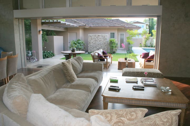 Your Private Resort Near Kahala Beach, Legal!