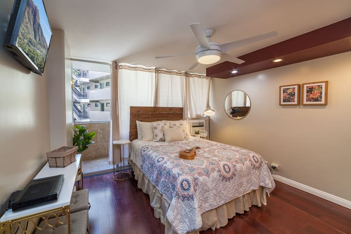 Lovely Cozy Studio | Steps to Waikiki Beach!