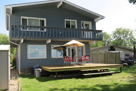 Book Your Waterfront Vacation on Lake St.Clair!