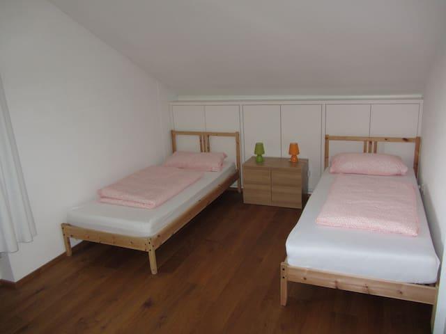 Schlafzimmer 2 - Bedroom 2