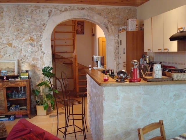 Coeur de Martigues,petite maison de ville. WiFi