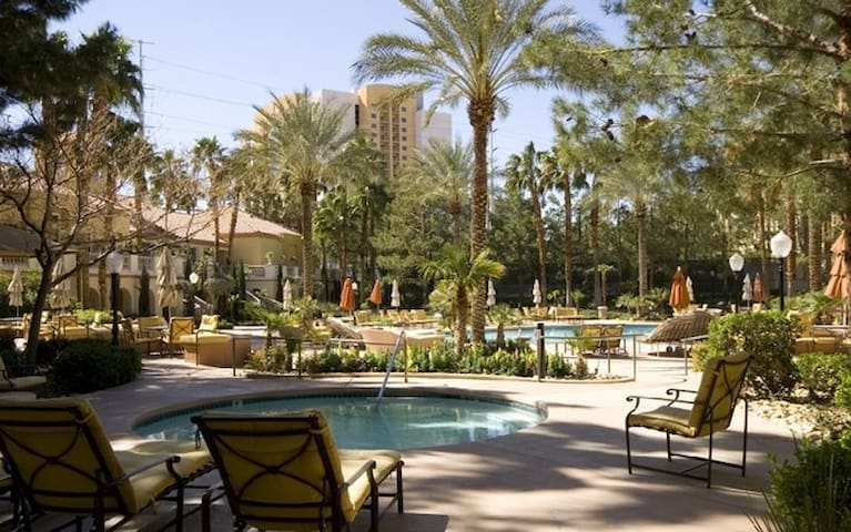 2 bedrooms 5 minutes walk from Las Vegas strip