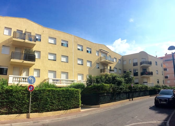Lovely apt with gated garden, 50m beaches & shops - Beaulieu-sur-Mer - Lägenhet