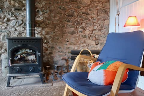 Cosy bothy in a secluded peaceful village