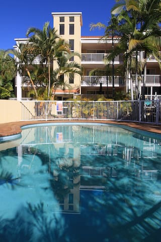 Burleigh Heads 2 bedrooms haven 100m to beach