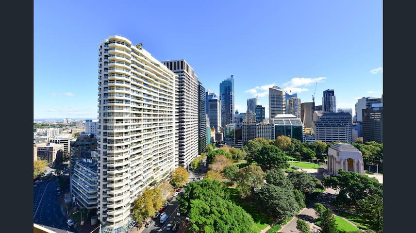 Executive 2 Bedroom heart of Sydney with CarPark