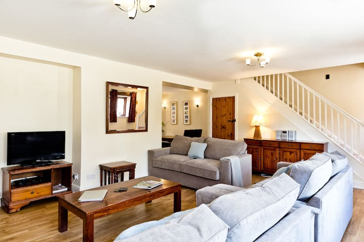 Spacious Large Cottage in the Peak District