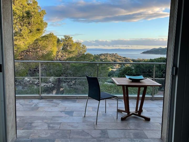 Mini Villa vue mer dans la baie de Santa Giulia