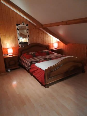 Chambre dans maison tout en bois
