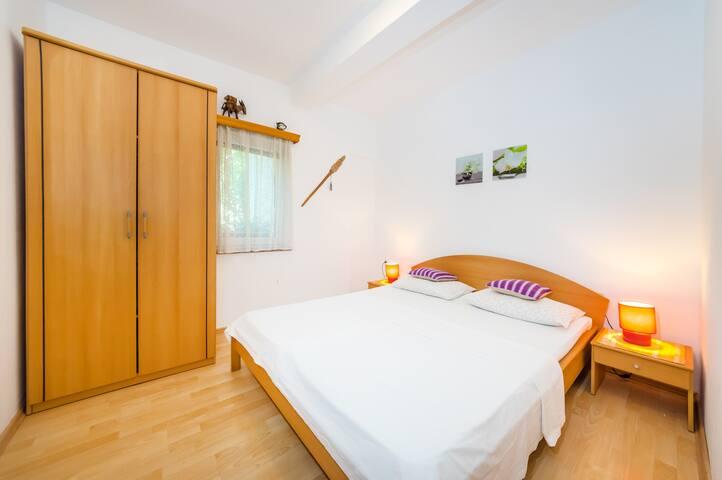 Apartman 2 - Povljana - Pis
