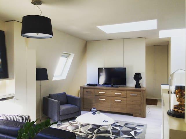 Design 1 room Flat  Saint Augustin - Paris - Apartamento