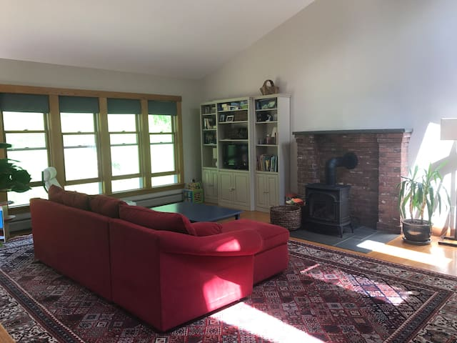 Family home in walking distance to College & arts