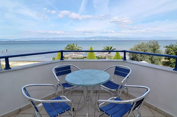 Triple sea view room on the beach