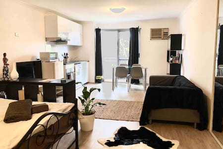 Chic studio in Crows Nest near Mater and RNSH
