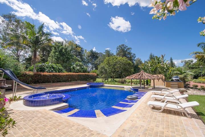 LUXE Villa Llanogrande/ Pool&Jacuzzi by NOMAD GURU