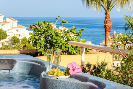 Holiday luxury at Malibu Mansions, private hot tub