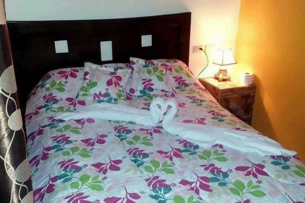 Todas nuestras habitaciones cuenta con cama de 2 plazas.