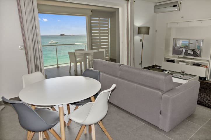 One-Bedroom Apartment first floor up to 4 guests, located on the beach