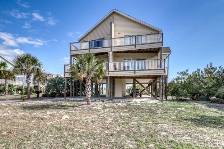 Large duplex near the beach w/ beach access, shared pool, & access to both sides