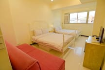2 Double Bed Room, Shilin Night Market down stairs