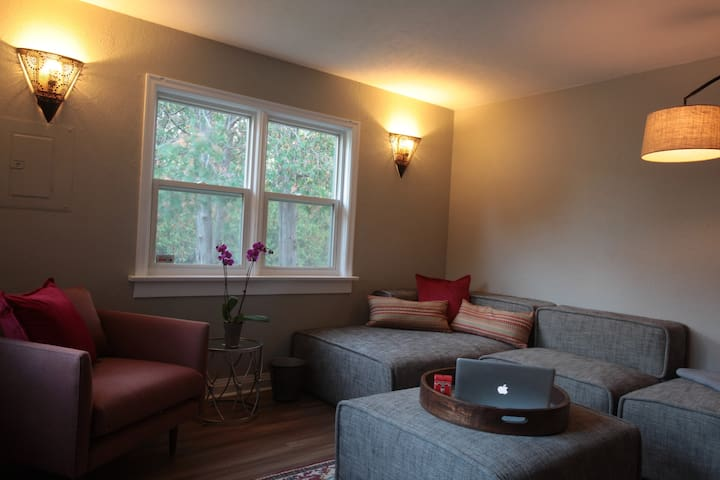 LUXURY Executive Flat near Downtown - Kitchener - Apartemen