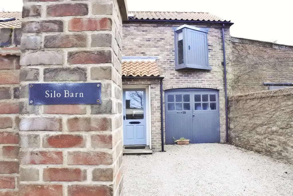 Mews frontage to Barn