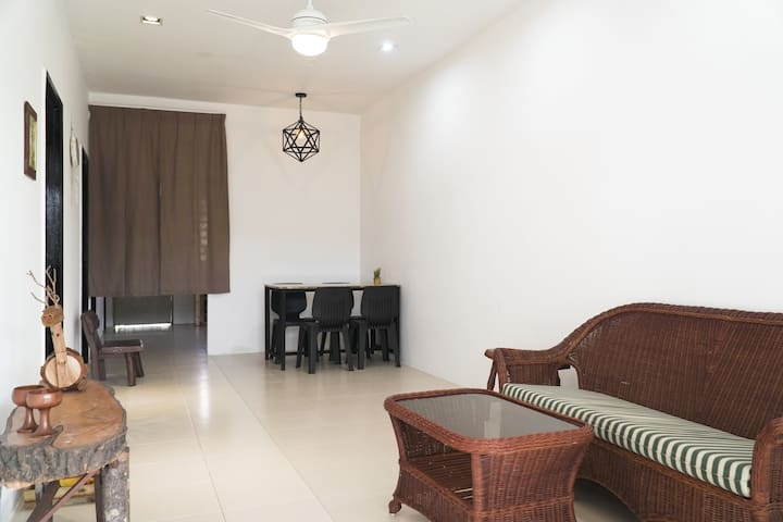Cozy, Modern, Air Cond Gambang Water Park Homestay