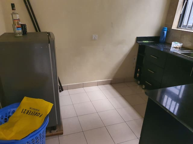 2 Bedrooms, parking, bathroom, CBD, TV, security