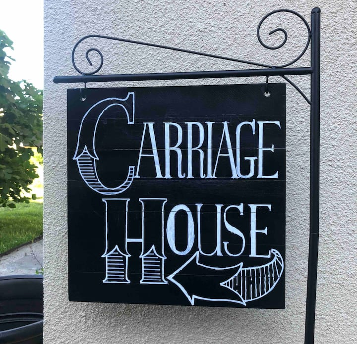 The Carriage House - Historic Guesthouse Downtown