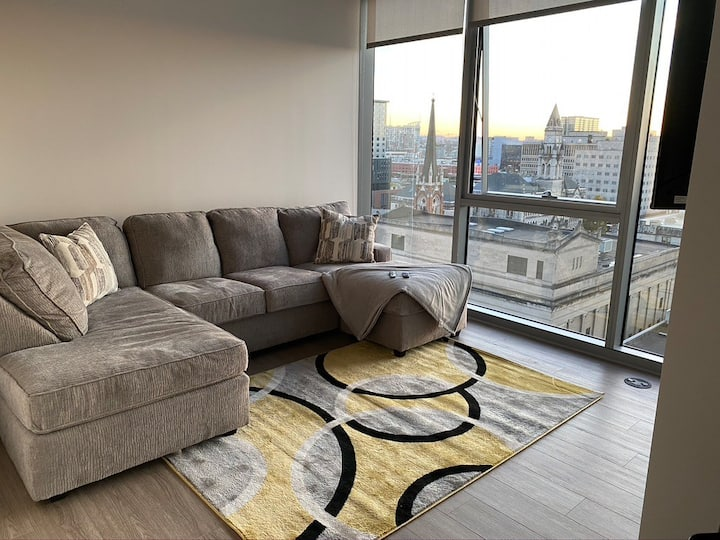 New High Rise Condo - Pool - Downtown Strip