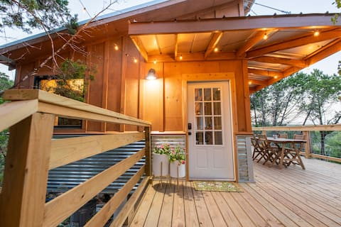 Cozy Treehouse overlooking Wimberley Valley