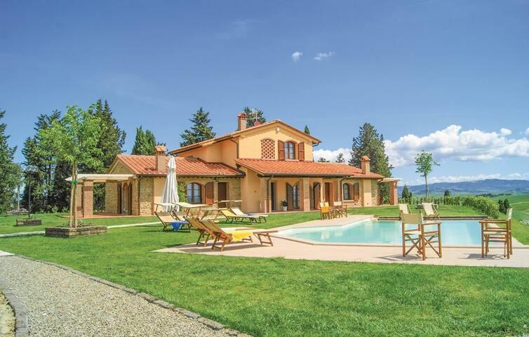 Villa Ludovica close to Lajatico and Volterra