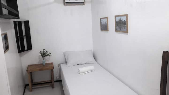 Tagum Accomodation Single Beds, WiFi, TV, AC