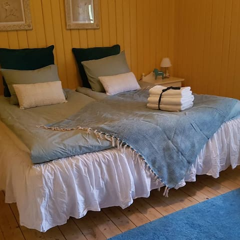 Turquoise room in lovely BnB at mountain side
