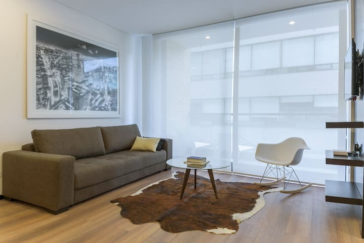 Treat yourself to this modern and stylish apartment, located just 3 blocks from Parque 93!