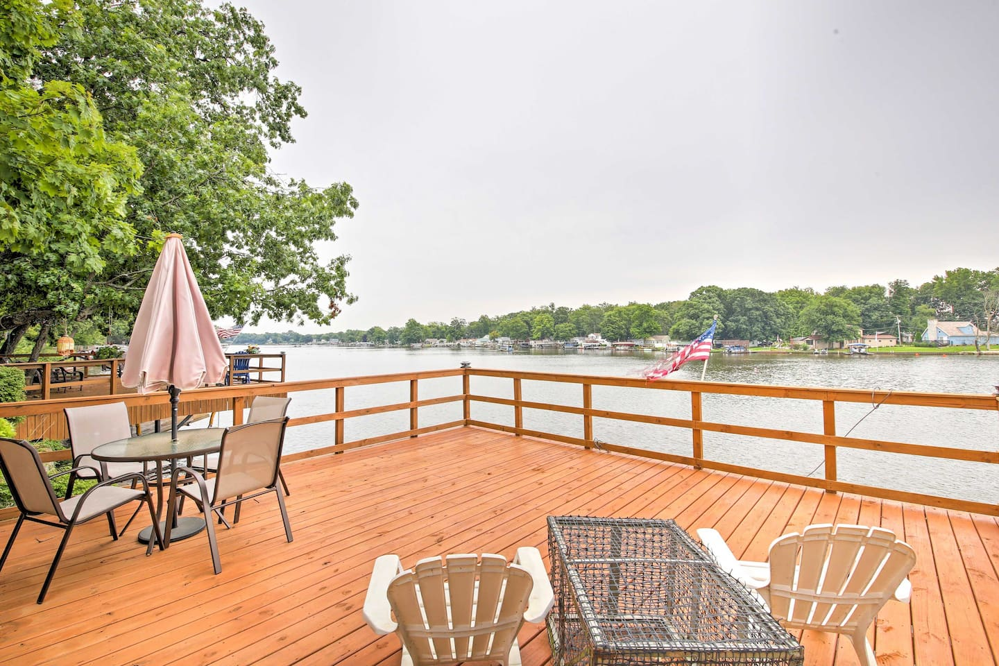 Kick back by Lake Shafer at this waterfront 'Cozy Cottage' in Monticello!