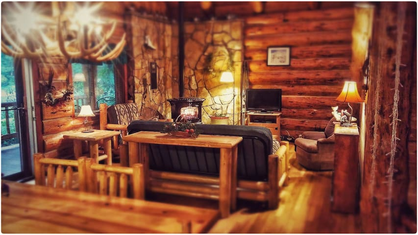 Relaxing Getaway Cabin (master bedroom) - Mount Hood Village - Cabin