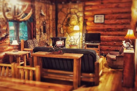 Relaxing Getaway Cabin (master bedroom) - Mount Hood Village