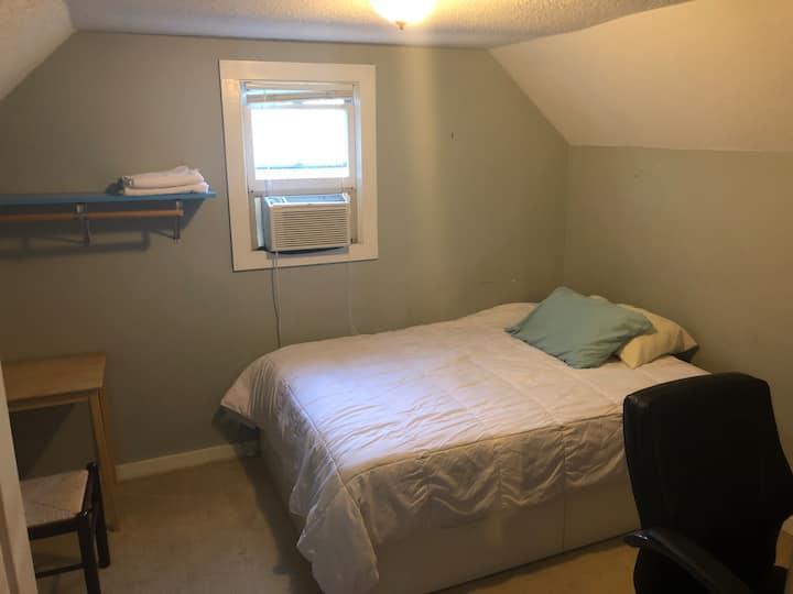 Room #3 - Westport/Plaza - near Hospitals