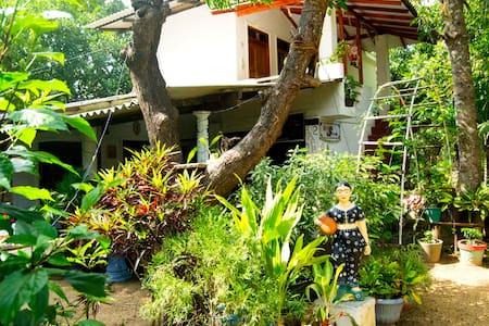 Sigiri Tarushan Homestay B&B - Sigiriya - Huis