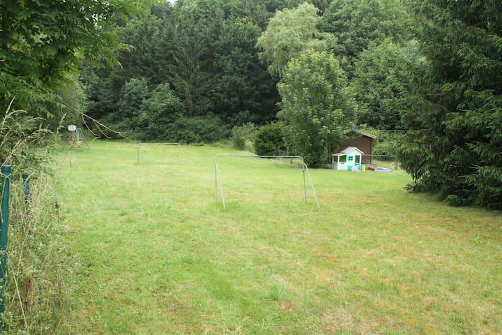 Huis in de Eifel am russelbach met infraroodsauna