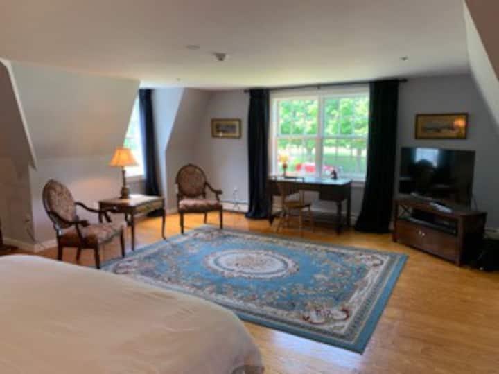 Chase House Inn - Edwin Stanton Room