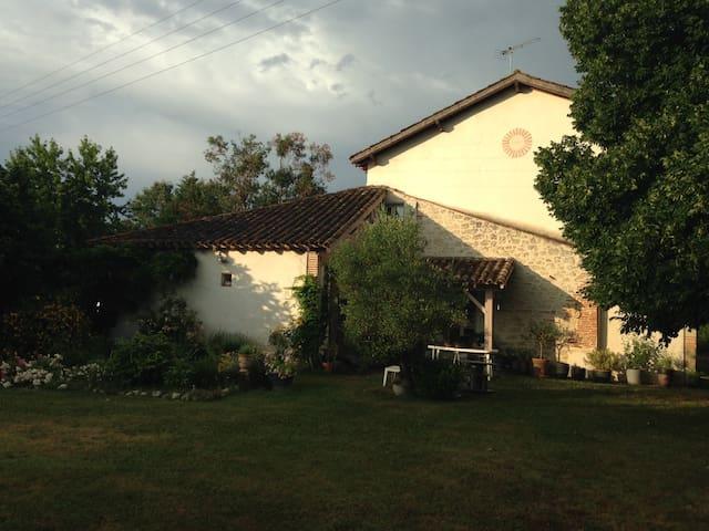 Chambres d'Hôtes La Huppe - Castelsagrat - Bed & Breakfast