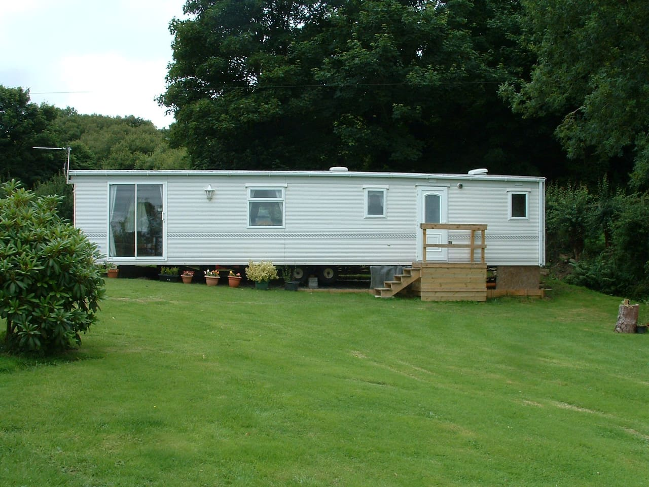 Spacious centrally heated, double glazed  mobile home set in its own grounds with scenic views.