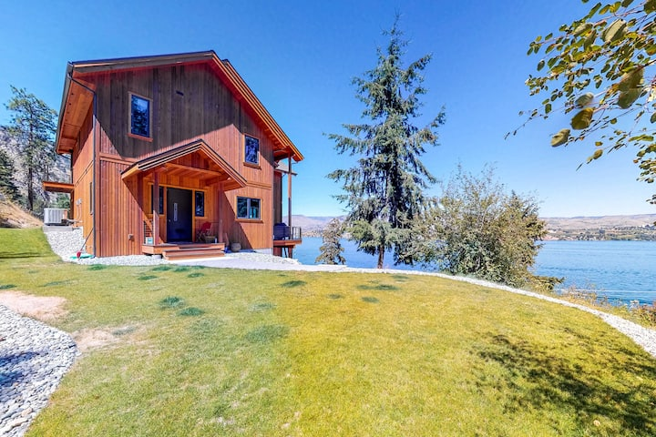 Beautiful home w/lake access, private dock - unparalleled views!