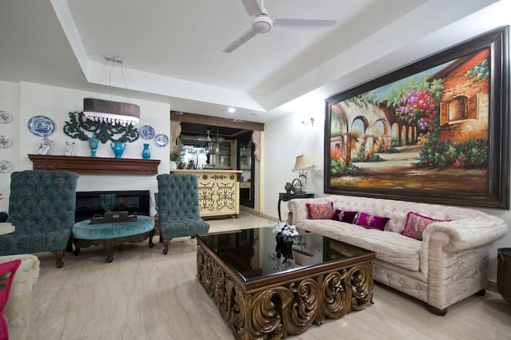 Luxurious Apartment in Defence Colony-Woman Safe