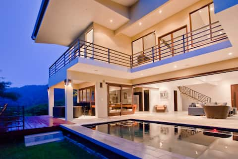 Honour House - Luxury 4 bedroom home in Dominical
