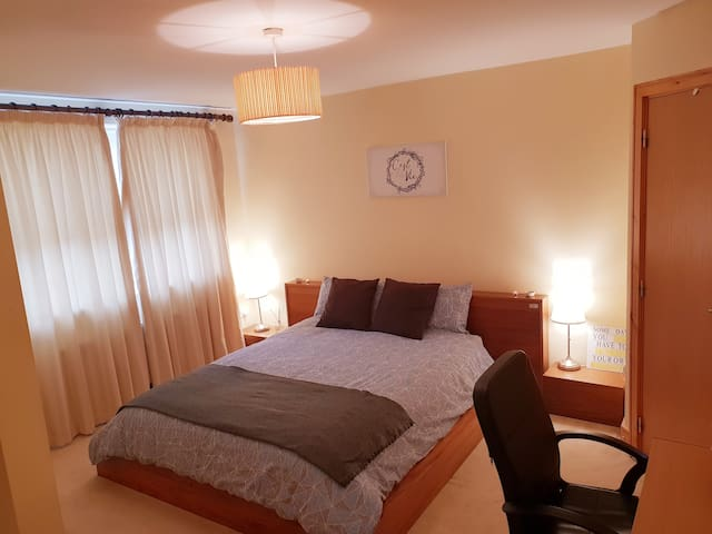 Large Double Room En Suite. Sandyford. Dublin 18.