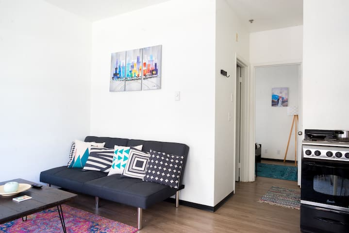 ♥ Fun Capitol Hill apt - Super Walkable! w/ AC!