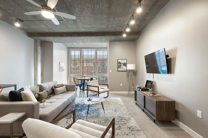 Kasa Austin   Free Parking + Balcony + Contactless Self Check-In   Downtown